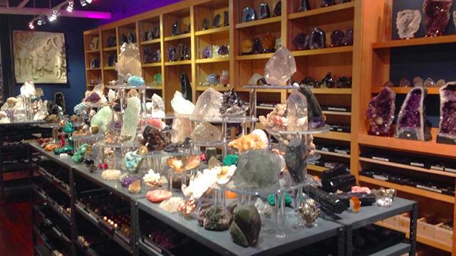 Khách hàng UPos  - Cửa hàng đá quý Green Gemstone
