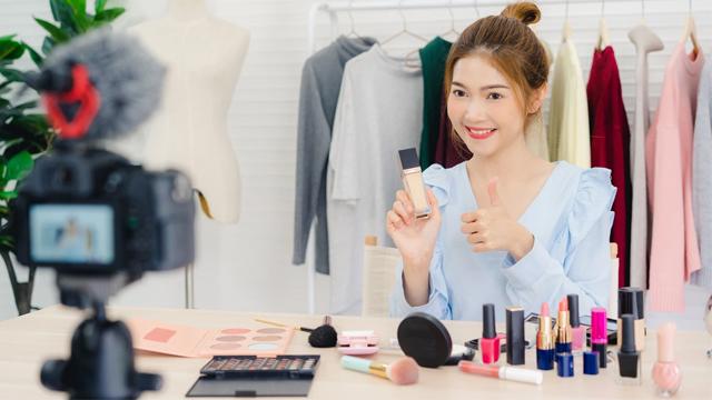 Hướng dẫn chốt đơn trên livestream bán quần áo hiệu quả